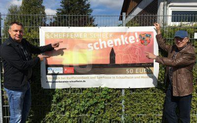 Scheffemer Scheck: Werbe-Banner am Schwimmbadzaun
